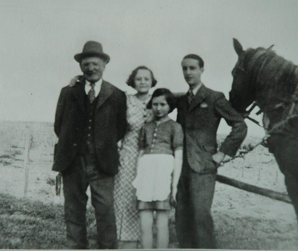Ehrenfeld Mór, Magdus, Kati, Miki c. 1936, Sáránd
