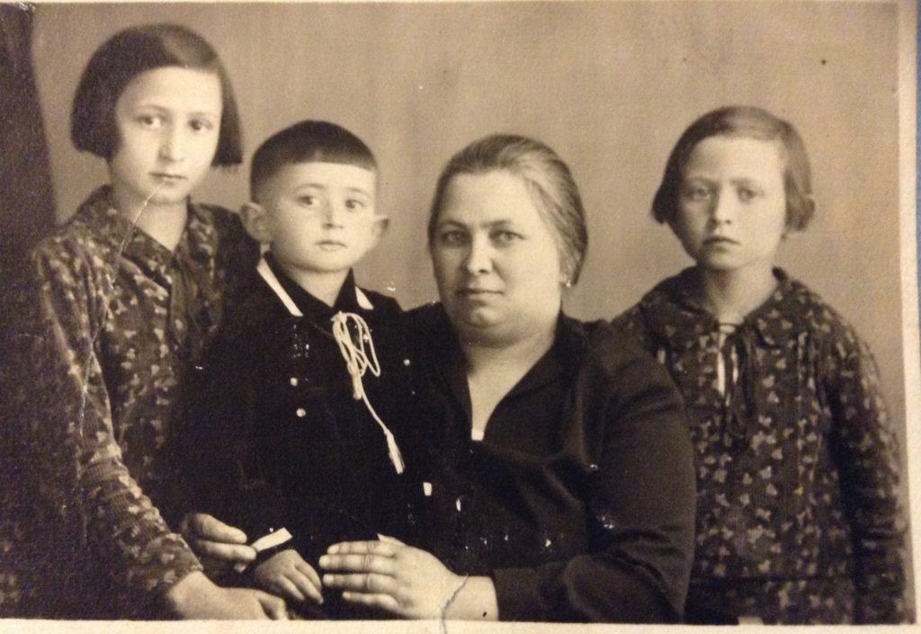 Klari, Henduka, Anna, Kati, 1932  Kati was 7 when her mom died.