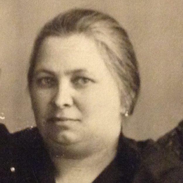 Anna Róth, 1932