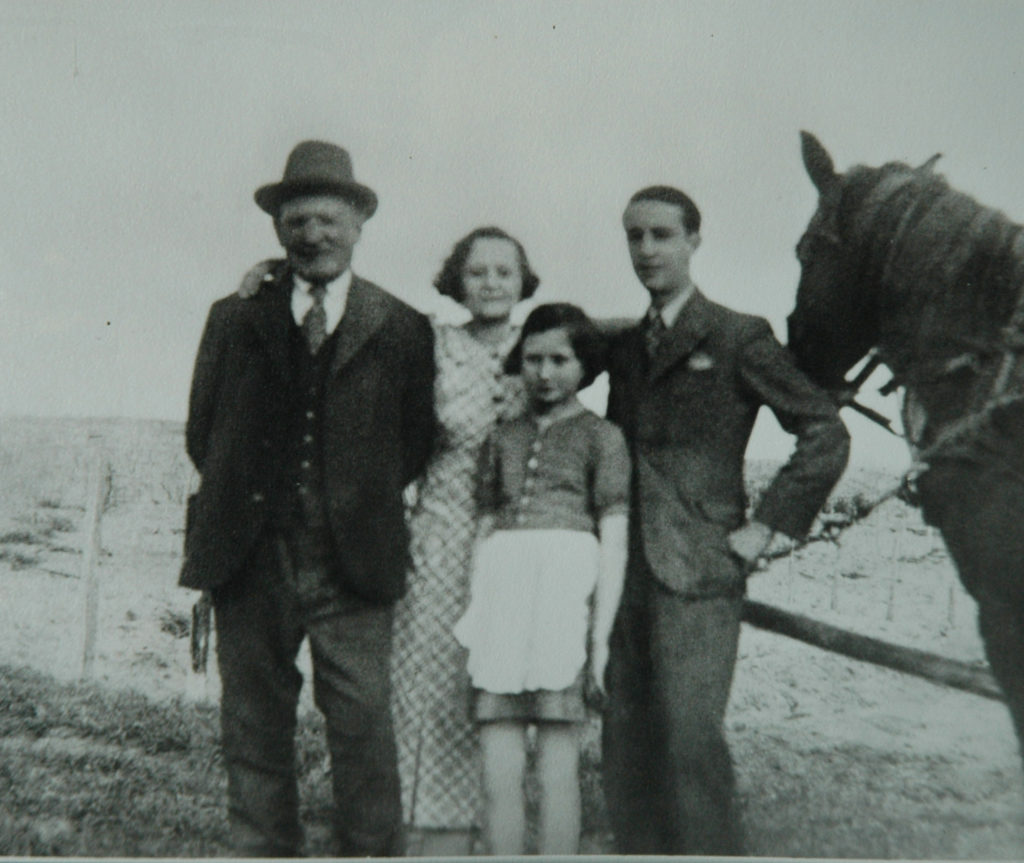 Ehrenfeld Mor, Magdus, Kati, Miki, Sáránd, c. 1936